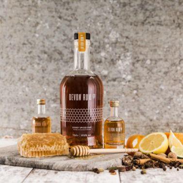 Devon Rum - Honey Spiced Rum Lifestyle (1)
